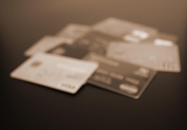 クレジットカード保険購入に制限!?